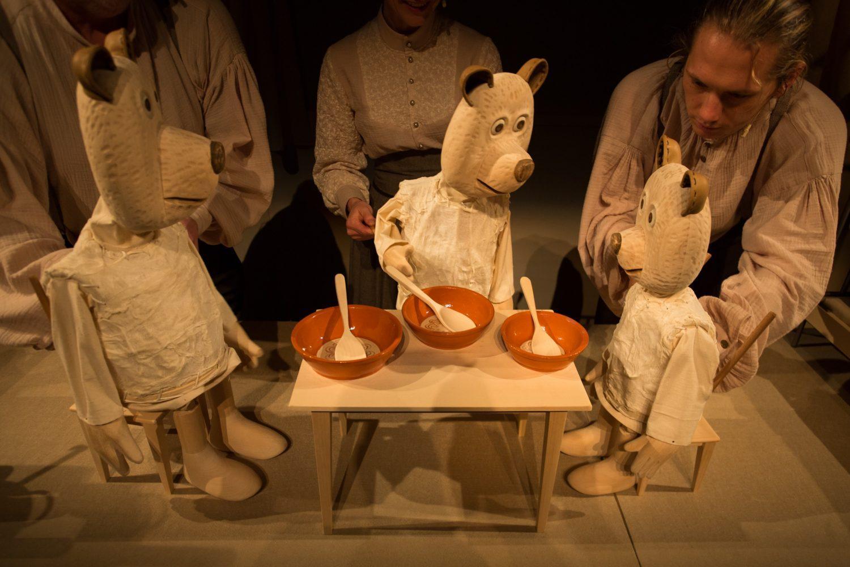 Zlatolaska in trije medvedi, foto: Boštjan Lah